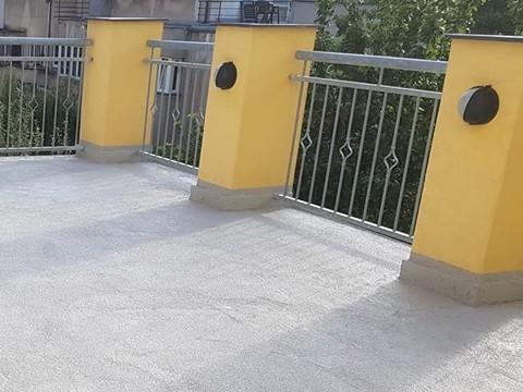 Tekutá dlažba na terase svépomocí