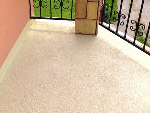 tekutá dlažba písková na terase