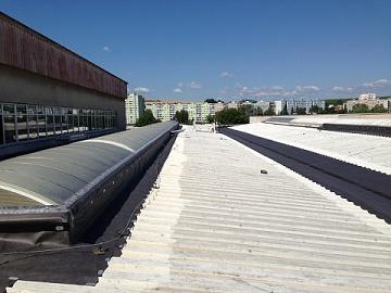 Oprava hydroizolace střechy tekutou gumou.